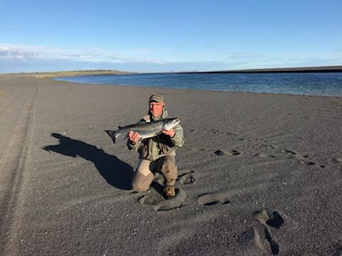 Sumargleðin er hafin í Hólsá Austurbakka – The Salmon season has started in Hólsá